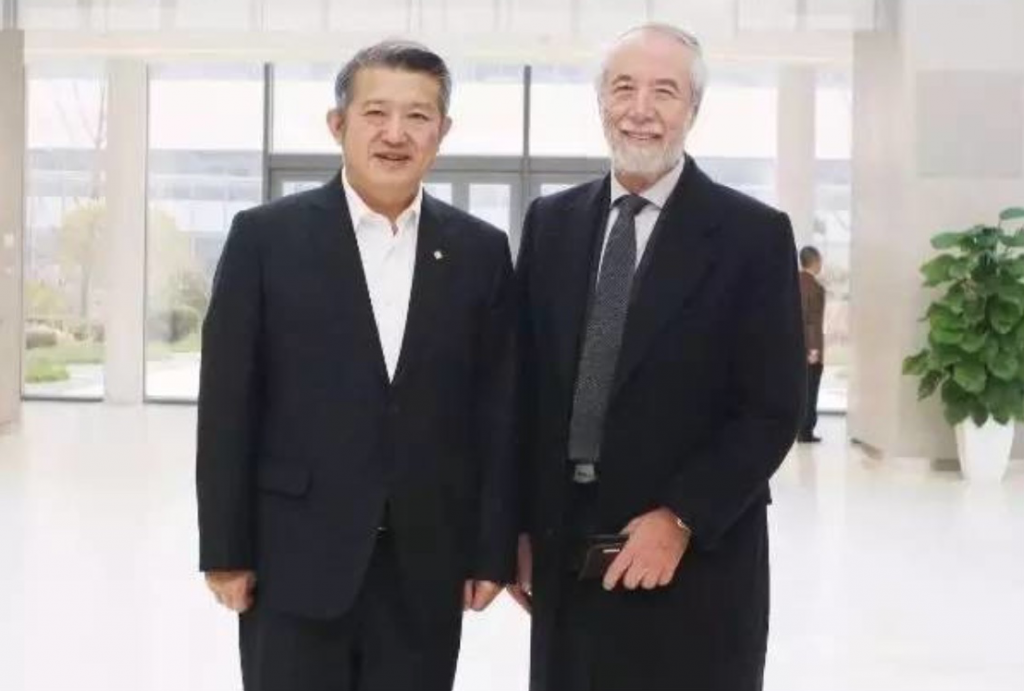 Chen Dongsheng with Domenico De Sole of Sothebys